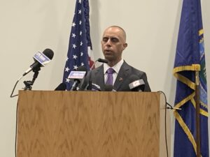 Read more about the article Elorza did not remove graffiti on Veterans monument