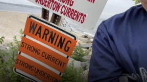 Video: signs in English with Warwick drowning