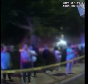Read more about the article Watch: Crowd swears at police after car crash